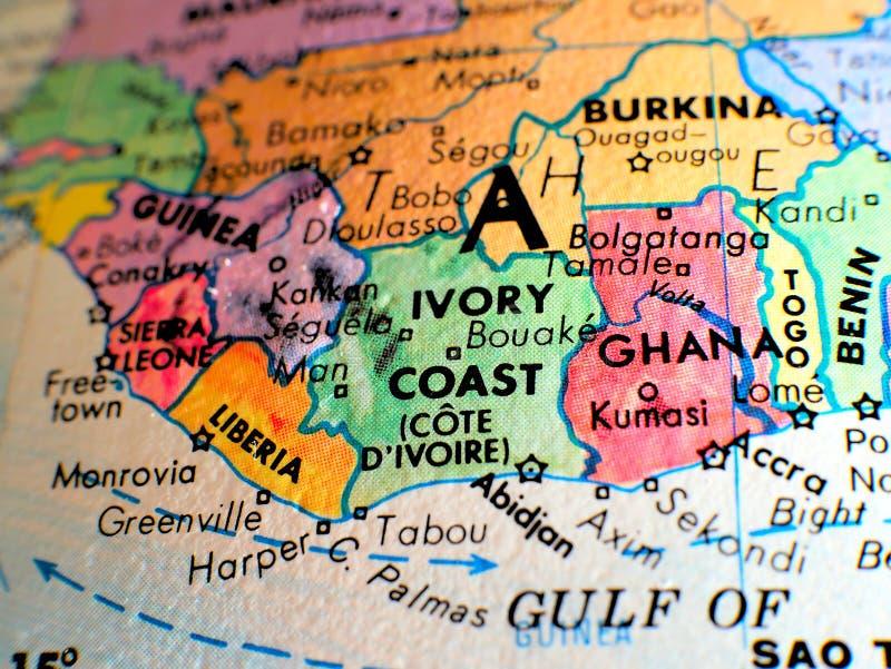 Die Elfenbeinküste-Afrika-Fokusmakroschuß auf Kugelkarte für Reiseblogs, Social Media, Websitefahnen und Hintergründe stockbild