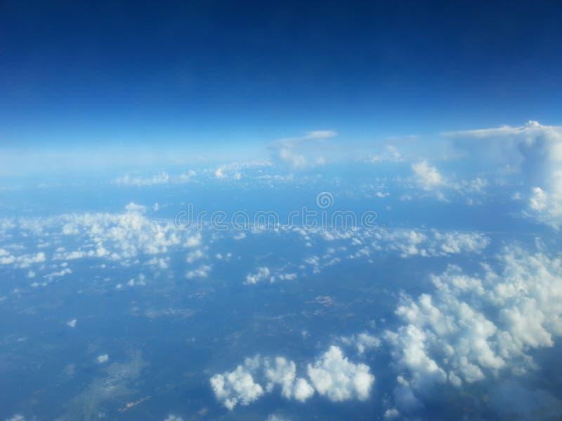 Die Erde von einer Fläche lizenzfreie stockfotografie
