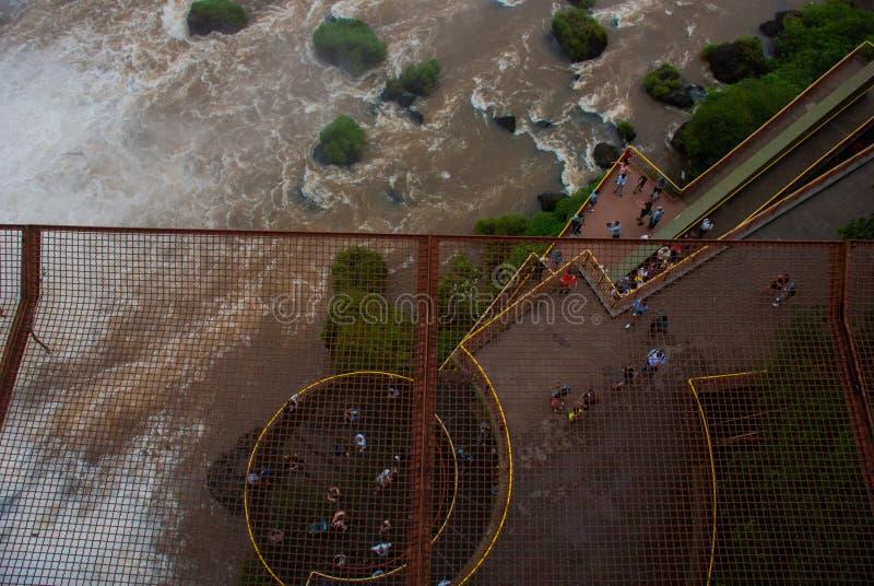 Die erstaunlichen Iguazu-Wasserf?lle in Brasilien Schöne Landschaft mit brasilianischen Wasserfällen 7. Wunder der Welt lizenzfreie stockfotografie