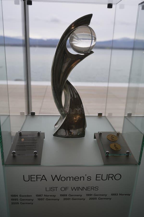 Die Eurotrophäe UEFA-Frauen lizenzfreies stockbild