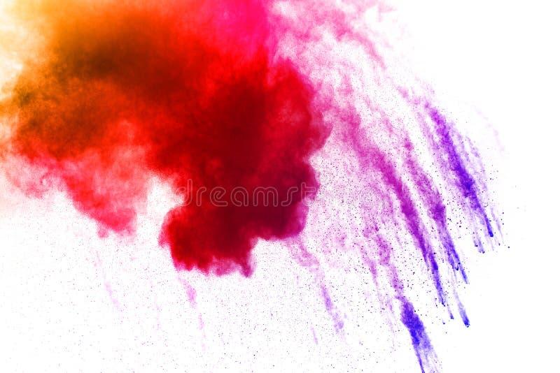 Die Explosion bunten holi Pulvers Die Wolke des gl?henden Farbpulvers auf wei?em Hintergrund lizenzfreies stockbild