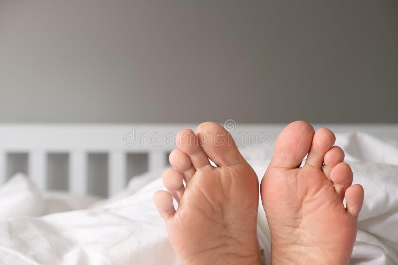 Die Füße einer Frau stockbilder