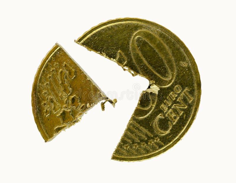 Die fünfzig-Euro-Cent-Münze schnitt in Stücke stockfotos