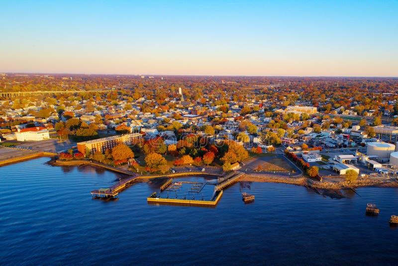 Die Farben des Herbstes entlang dem Delaware River lizenzfreies stockbild