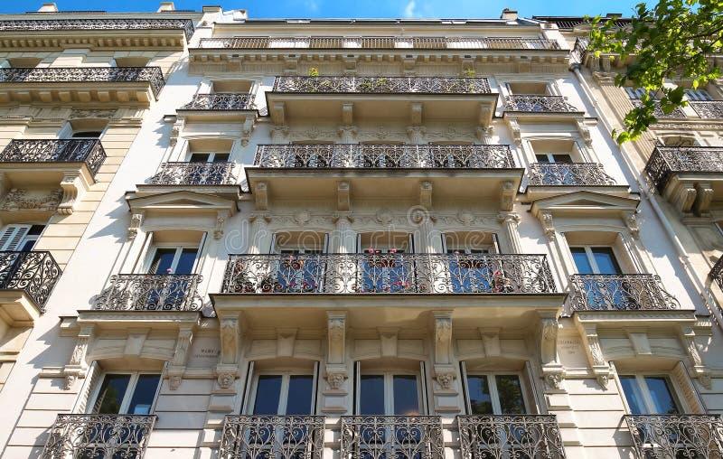 Die Fassade des Pariser Gebäudes, Paris, Frankreich lizenzfreie stockbilder