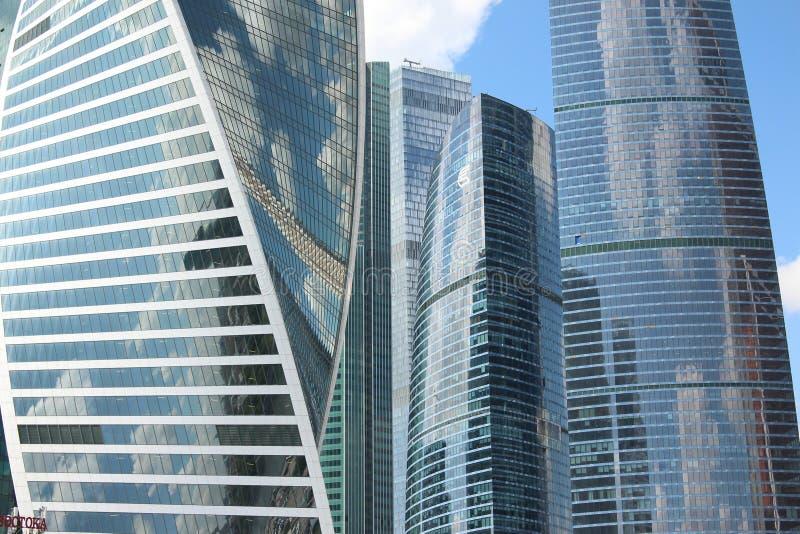Die Fassaden von Wolkenkratzer Moskau-Stadt lizenzfreie stockfotos