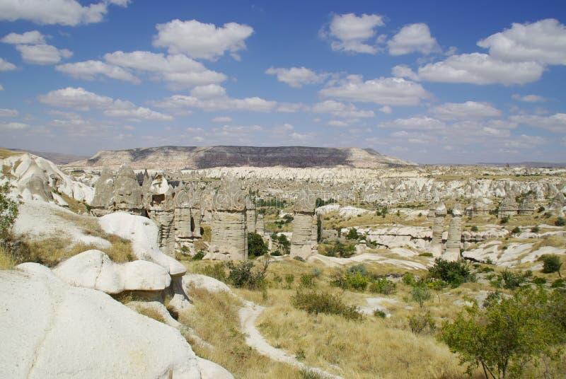 Die feenhaften Kamine, typische geologische Bildungen von Cappadocia stockfotografie