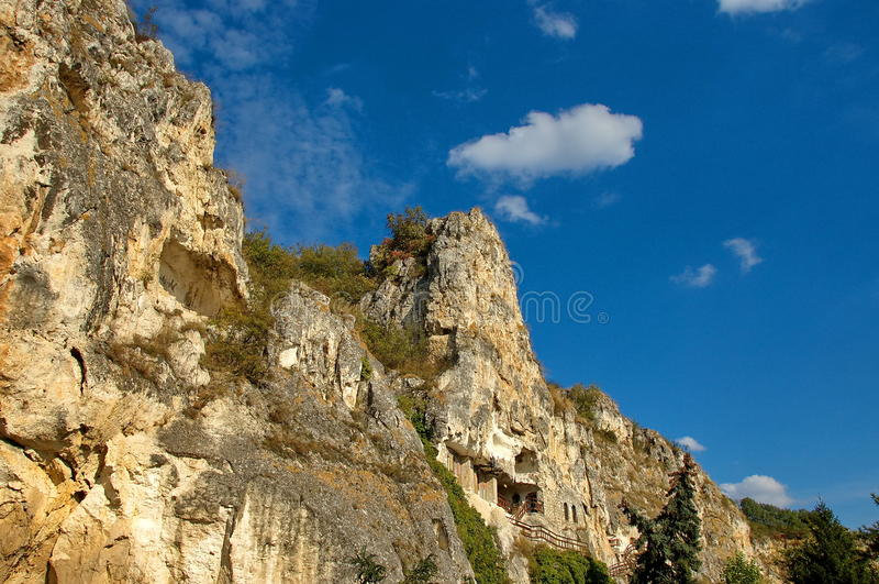 Die Felsenkloster Str. Dimitrii von Basarbovo stockfotos