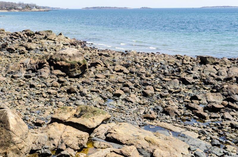 Die Felsenweise zum Meer stockfoto