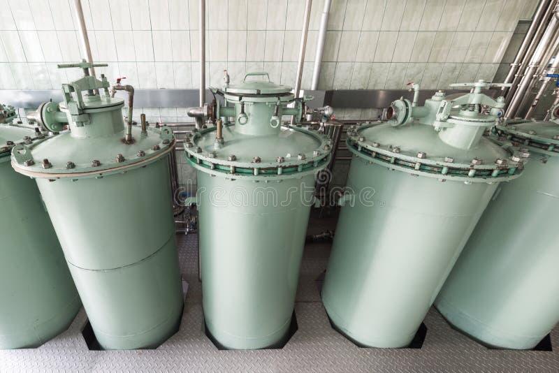 Die Filtrationseinheit, das industrielle Filtrationssystem für Flüssigkeiten stockfotografie