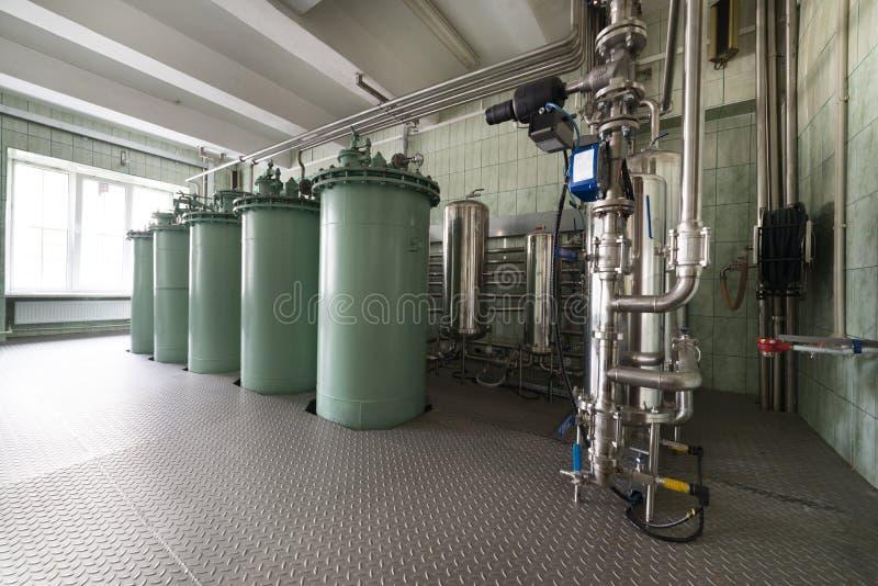 Die Filtrationseinheit, das industrielle Filtrationssystem für Flüssigkeiten stockfotos