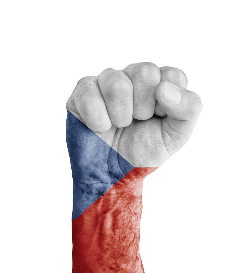 Die Flagge der Tschechischen Republik gemalt auf menschlicher Faust mögen Siegsymbol stockfotos
