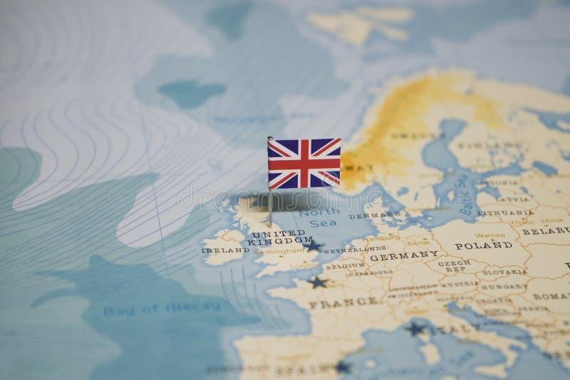 Die Flagge von Vereinigtem Königreich, Großbritannien in der Weltkarte lizenzfreie stockbilder