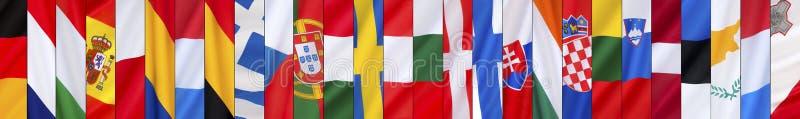 Die 27 Flaggen der Europäischen Union nach dem Brexit - Seitenüberschrift lizenzfreie stockfotos