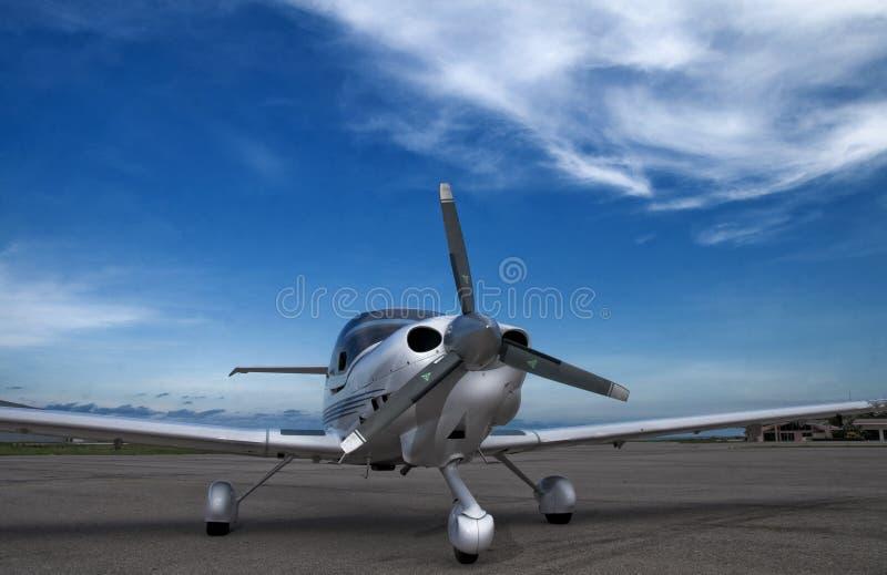Die Flugzeuge auf Rollbahn  lizenzfreie stockfotografie