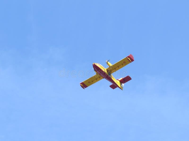 Die Flugzeuge, die Feuer auslöschen lizenzfreie stockbilder