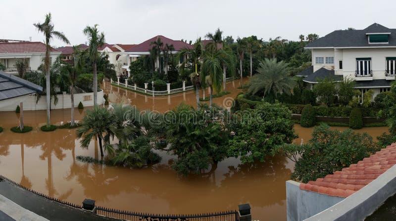 Die Flut in Westjakarta von oben stockfotos