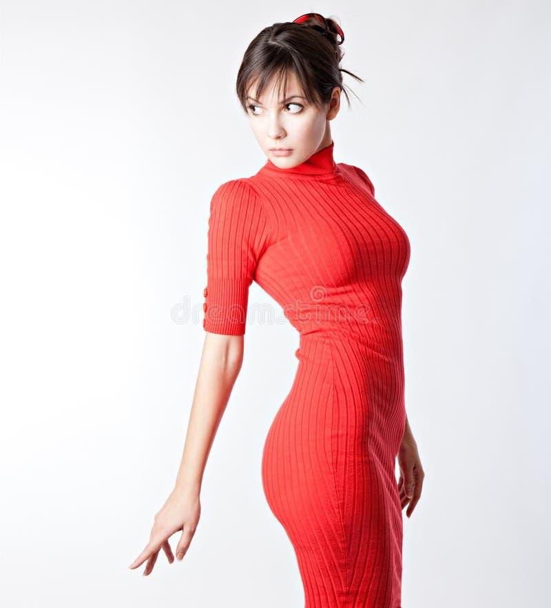 Die Frau in einem roten Kleid stockbild