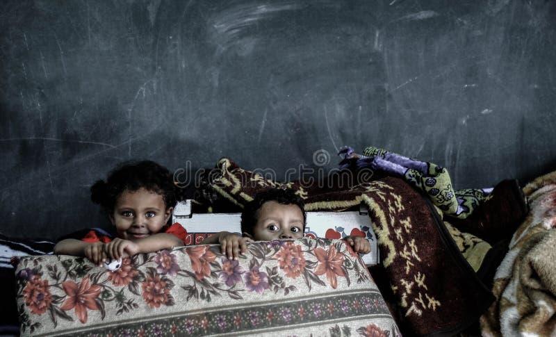 Die Furcht in den Augen der Kinder stockfotografie