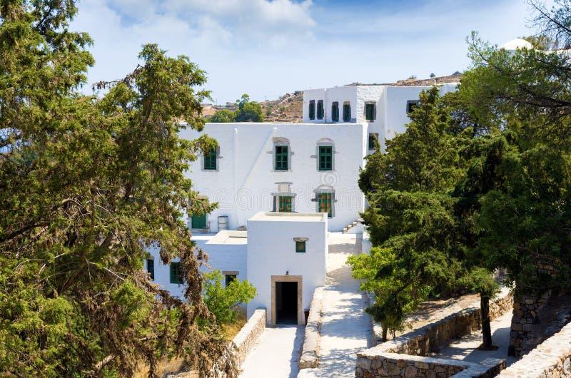 Die Gebäude um die Höhle der Apocalypse von Johannes in Patmos-Insel, Dodecanese, Griechenland lizenzfreies stockbild