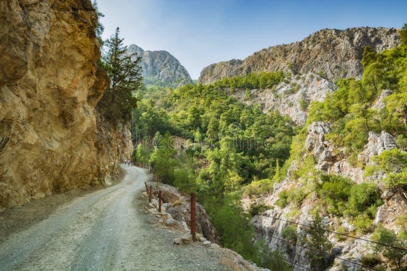 Die Gebirgsstraße zur Goynuk-Schlucht lizenzfreie stockfotos