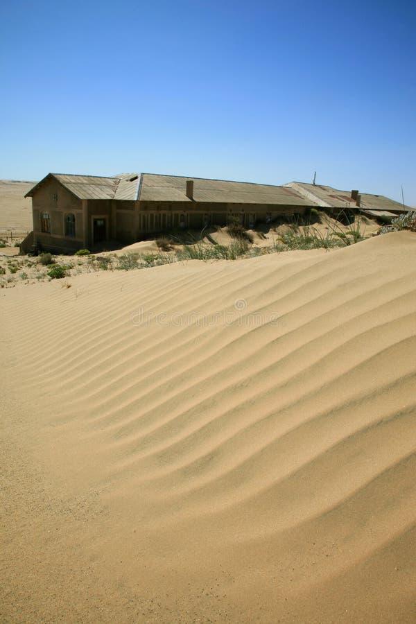 Die Geiststadt in Kolmanskop lizenzfreie stockfotografie