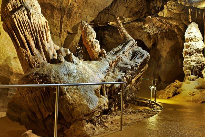 """Die geologische Anziehungskraft """"locomotive† Stalaktits in der Höhle Baradla in Aggtelek, Ungarn lizenzfreies stockbild"""