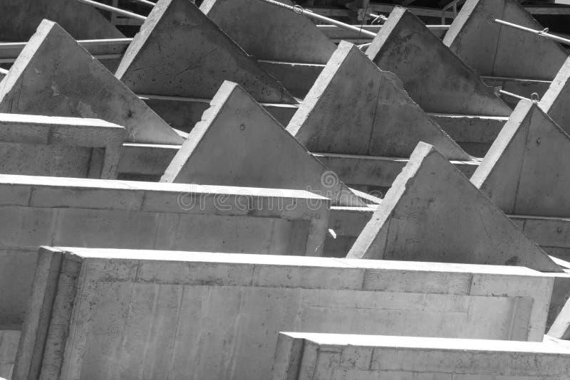 Die Geometrie von Beschaffenheiten auf dem Gebäude, der Bau eines Wohngebäudes der modernen Planung Konkreter Boden stockfotografie