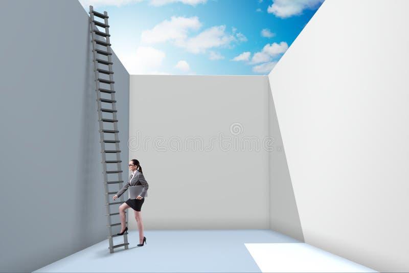 Die Geschäftsfrau, die eine Leiter klettert, um von den Problemen zu entgehen stock abbildung