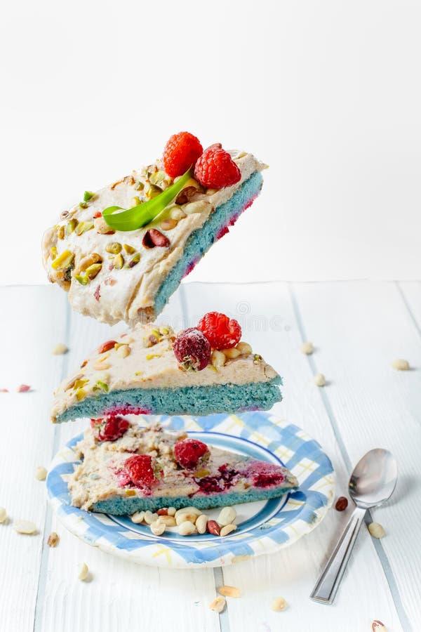Die geschmackvollsten makkaroons mit Erdbeere und mit Schokolade und Erdbeere Pistazien eines geschmackvolle Frühstücks lizenzfreie stockfotos