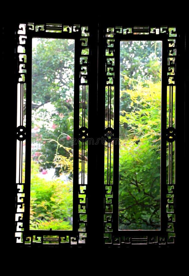 Die geschnitzten Fenster lizenzfreies stockbild