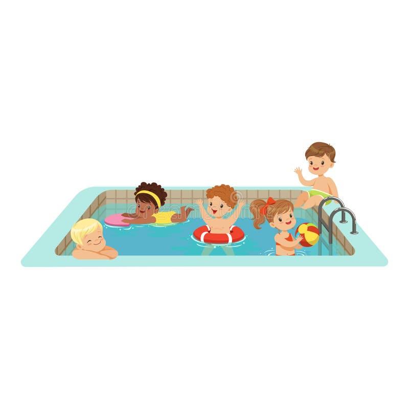 Die glücklichen Kinder, die Spaß in einem Swimmingpool, bunte Charaktere haben, vector Illustration vektor abbildung