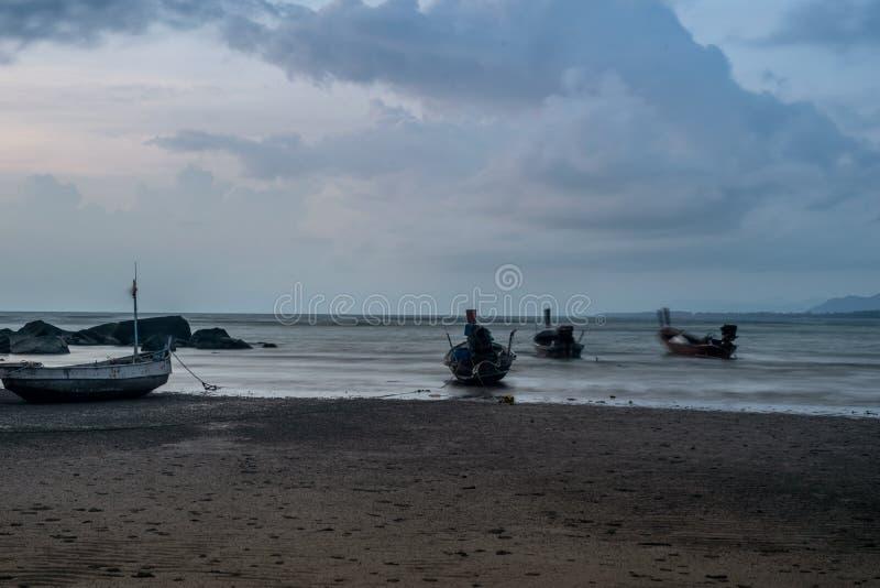 Die Gl?ttung des Strand Meerwassers verringert den Sand stockbilder