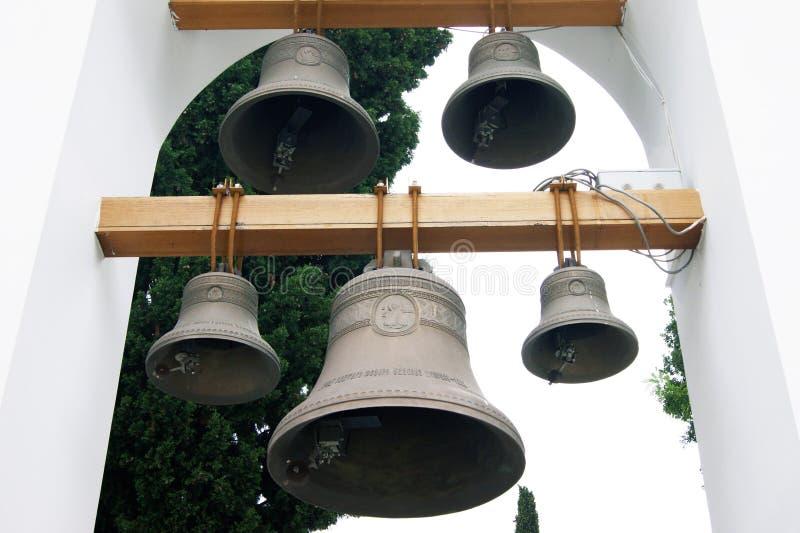 Die Glocken im Kirchenglockenturm lizenzfreie stockfotos