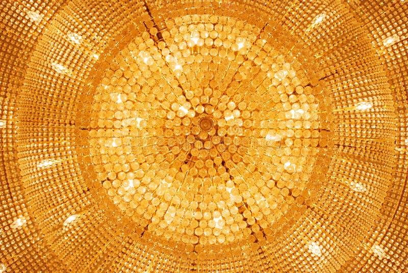 Die goldene hängende Lampe stockfotos
