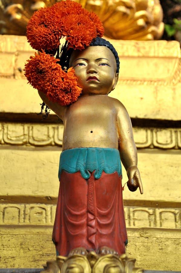 Goldene Jugend-Statue stockfoto