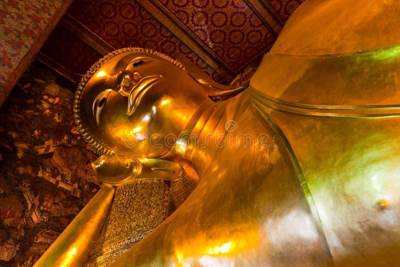 Die goldene Statue Schlafens Buddha stockfotografie