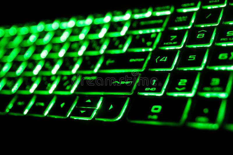 die grüne Leuchtstoffcomputertastatur stockbild