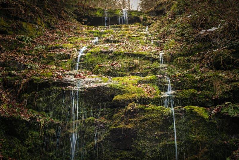 Die grüne Wasserfall-Höhle stockbilder