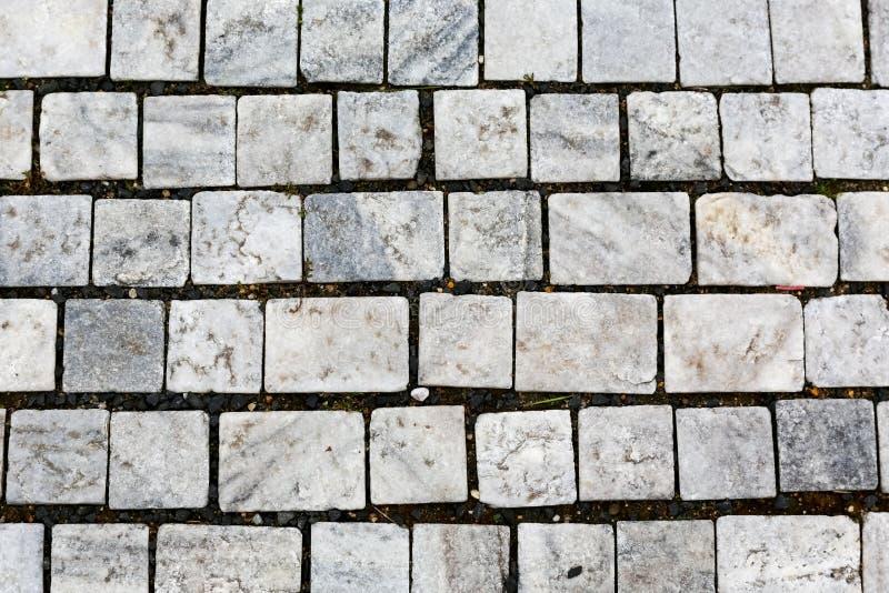 Die Granitkopfsteine stellt hellen Bürgersteig her lizenzfreies stockfoto