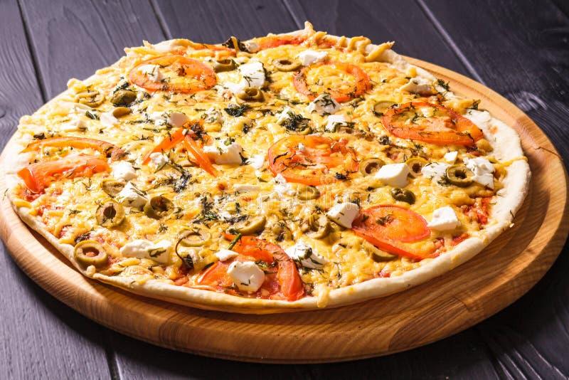 Die griechische Pizza lizenzfreie stockbilder