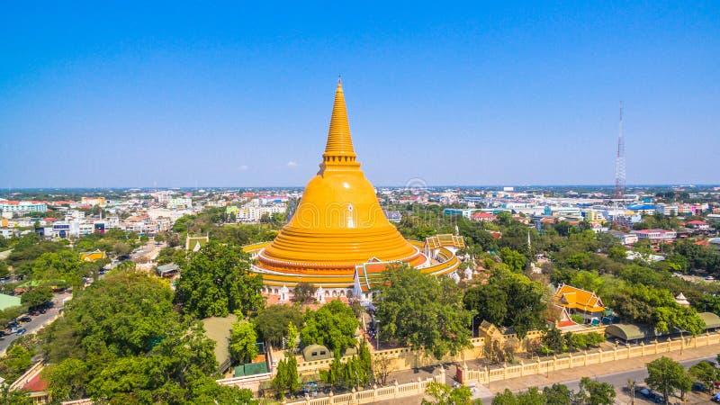 die große gelbe Pagode in Nakorn Pathom lizenzfreie stockfotografie