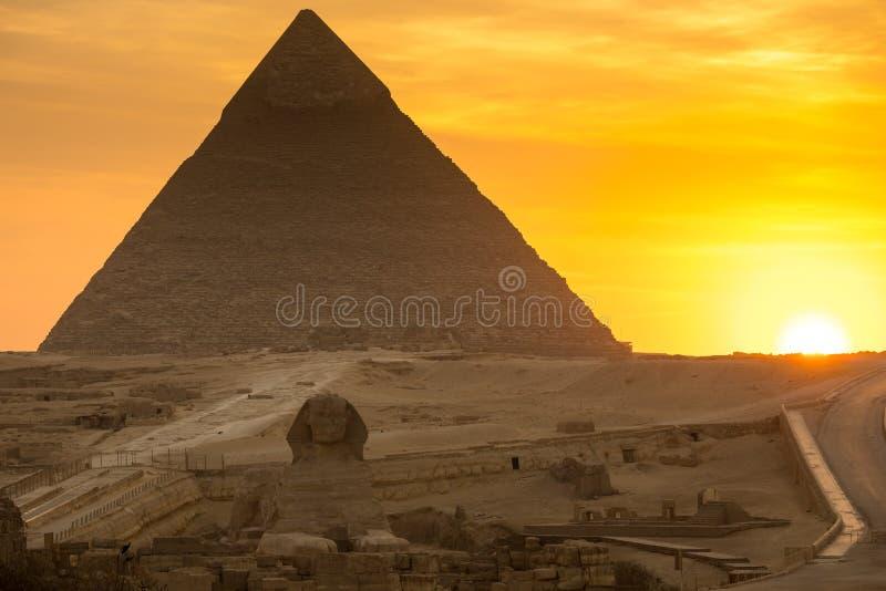 Die große Pyramide auf Sonnenuntergang stockfoto