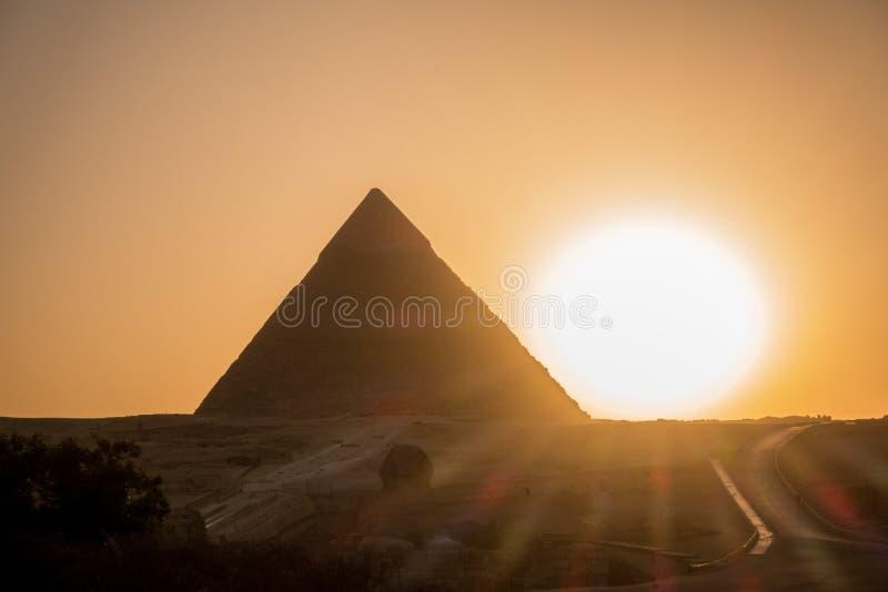 Die große Pyramide auf Sonnenuntergang stockfotografie