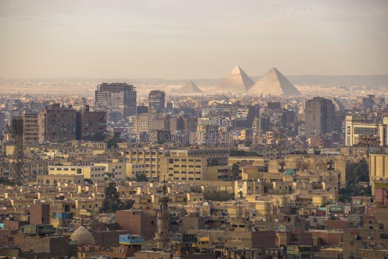 Die große Pyramide von Giseh und von Sphinxe, Kairo, Ägypten lizenzfreies stockfoto
