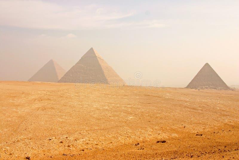 Die großen Pyramiden von Giza lizenzfreies stockbild
