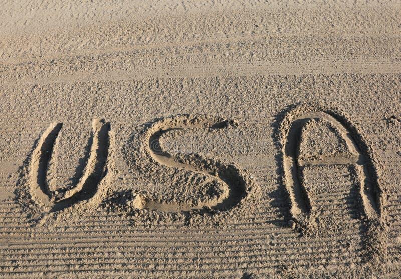 Die großen WORT-USA-Vereinigten Staaten von Amerika auf dem Sand des Strandes stockbild