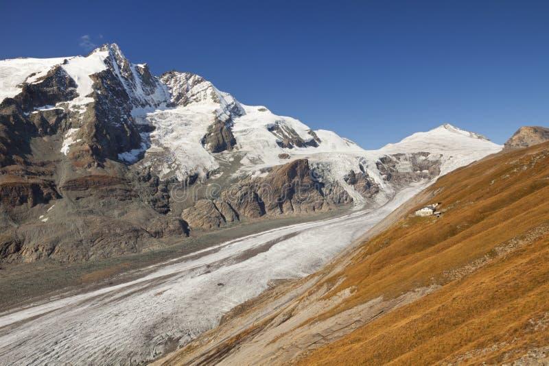 Die Großglockner-Spitze und der Pasterze-Gletscher in Österreich lizenzfreie stockfotos