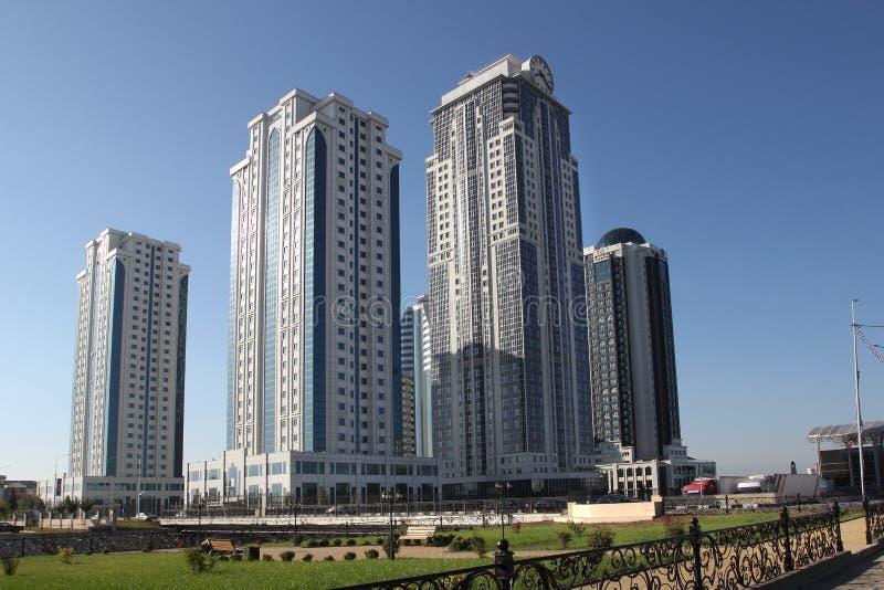 Die Grosny-Stadt-Türme, Tschetschenien stockbild