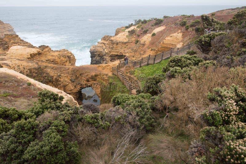 Die Grotte gelegen auf der großen Ozean-Straße stockfotografie